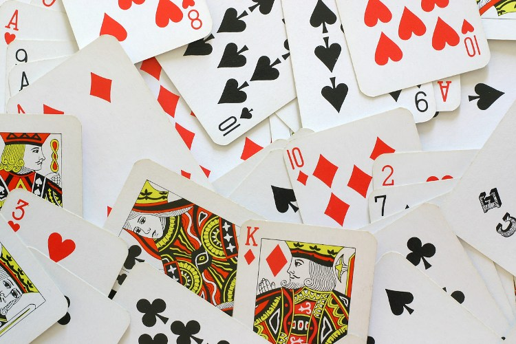 5 Easy card games you can play online